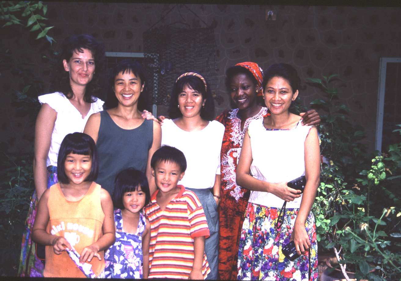 Sok Hui with children, midwives and other missionaries